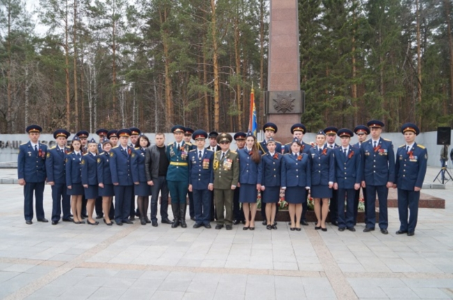 Сотрудники Первоуральского спецназа и конвоя ГУФСИН приняли присягу в Екатеринбурге