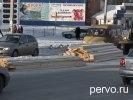 В Первоуральске из грузовика на проезжую часть выпали доски. Фото