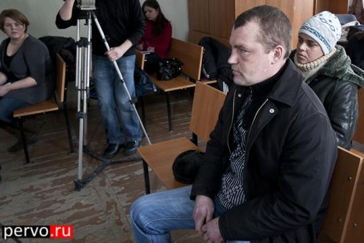 В Первоуральске отец, отравивший водкой грудную дочь, предстал перед судом