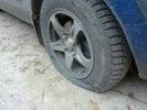 20 легковушек в Первоуральске нынешним утром лишились резины