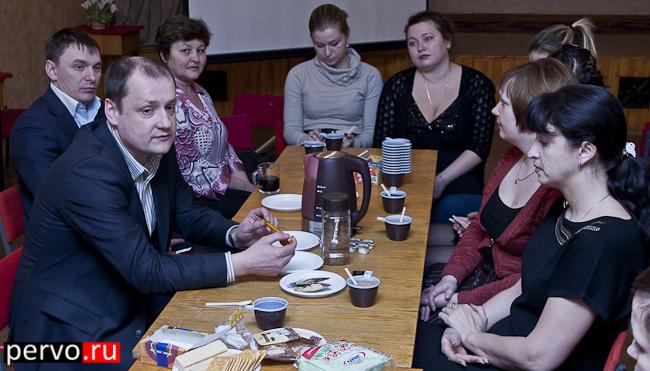 В Первоуральске прошел круглый стол, гостем был руководитель социальных проектов Валерий Басай. Видео