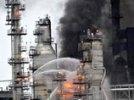 Пожар в США на заводе по переработке нефти : столп дыма было видно за километры