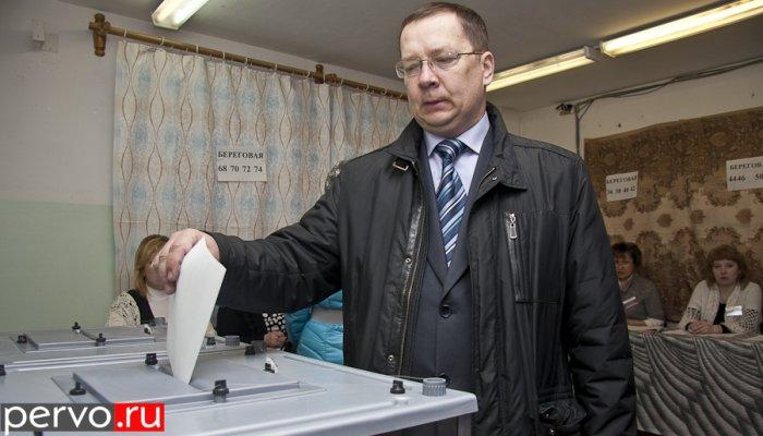 В Первоуральске проголосовал председатель Первоуральской городской ТИК. Видео