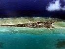 Президент тонущего государства решил переселить свой народ на Фиджи