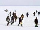 С оторвавшейся льдины на Сахалине спасены 450 рыбаков