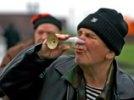 Главный нарколог подсчитал, что в России до 40% населения злоупотребляет алкоголем, и предложил вернуть вытрезвители