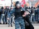 """За насилие на """"Марше миллионов"""" задержана 18-летняя девушка, которую таскал за шею ОМОН"""