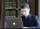 Павел Дуров объяснился за летающие купюры: ему не подходит мир, в котором люди дерутся из-за денег