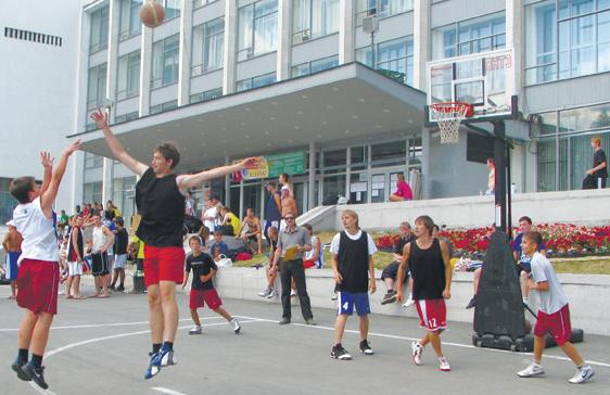 Федерация баскетбола Первоуральска провела соревнования по уличному баскетболу