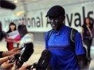 В олимпийском марафоне бежит человек, не представляющий ни одну страну мира