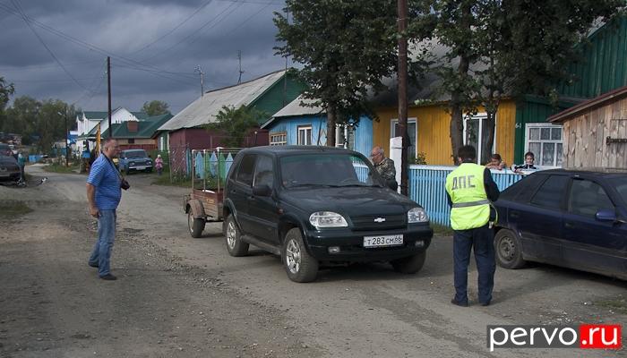 В Первоуральске ребенок попал под колеса легкового автомобиля. Видео