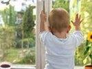 В Первоуральске малыш выпал с третьего этажа. Видео