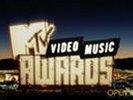 На церемонии MTV Video Music Awards показали видео с Pussy Riot, сжигающими портрет Путина