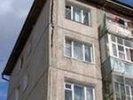 Без окон, без дверей. В Новоуткинске из-за бездействия властей Первоуральска разваливается многоквартирный жилой дом