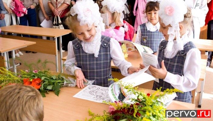 В Первоуральске новотрубники шефствуют над 13 школами и интернатом