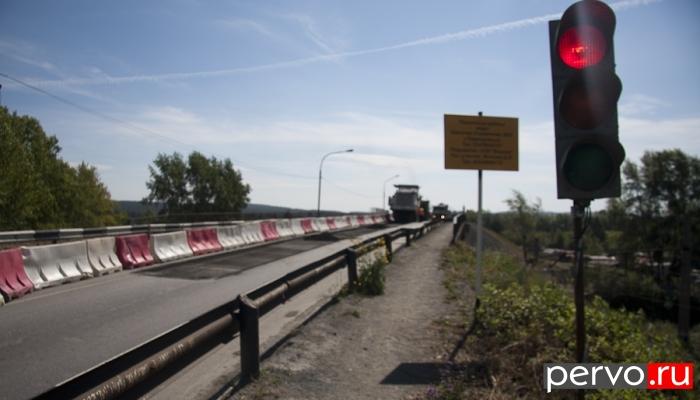 В Первоуральске на Талицком путепроводе приступили к ремонту второй полосы