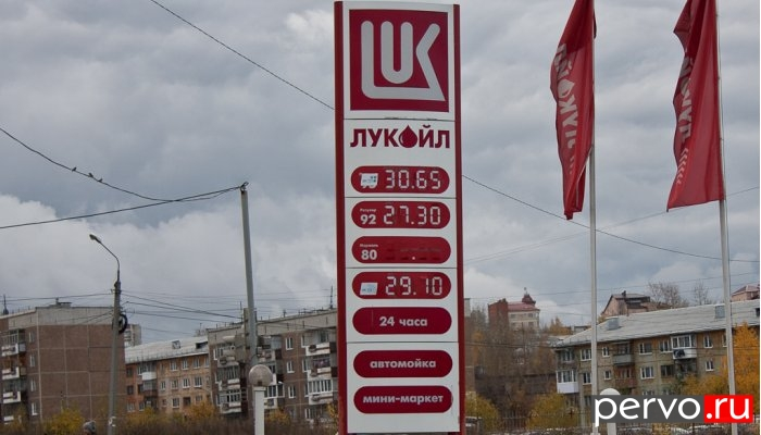 Компания «ЛУКойл» снова подняла цены на бензин