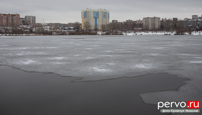 Первоуральск : Тонкий лед крайне опасен. Видео