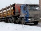 В Первоуральске на проезжую часть из грузовика выпала труба. Видео