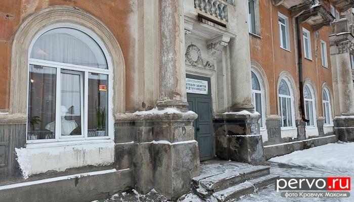 В Первоуральске библиотеке на Ватутина, 25 исполнилось 80 лет, школе № 11 – 75 лет, Политехникуму – 70 лет