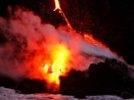 """Туристы устремились к извергающемуся на Камчатке вулкану """"за красивыми фото"""""""